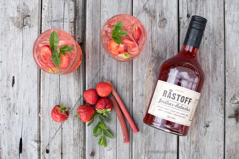 Velkomstdrink med RÅSTOFF Jordbær-Rabarber