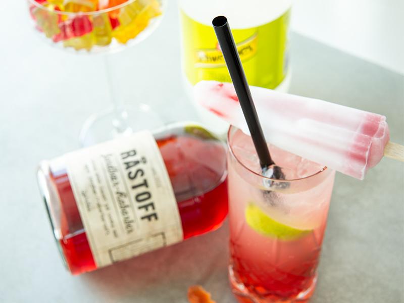 Astronaut drink med Råstoff Jordbær-Rabarber