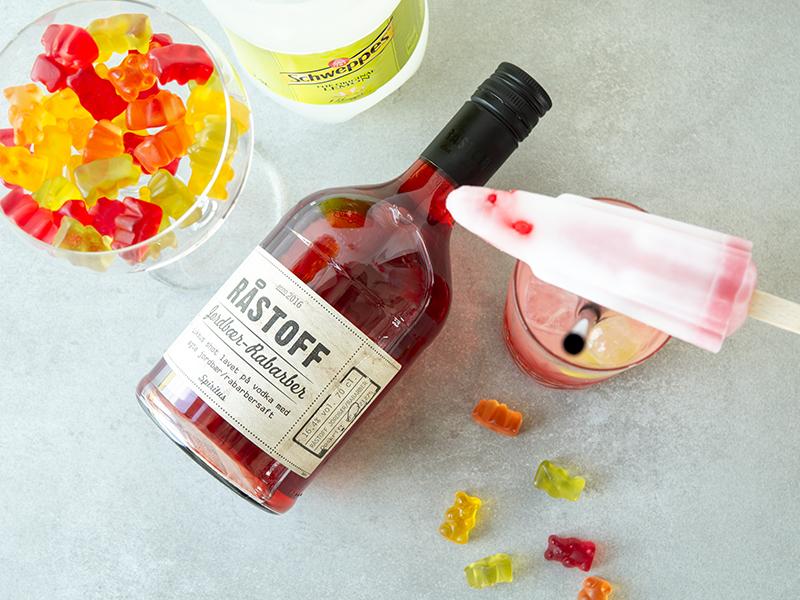 Årets hotteste sommerdrink med Råstoff Jordbær-Rabarber. Astronaut drinken.