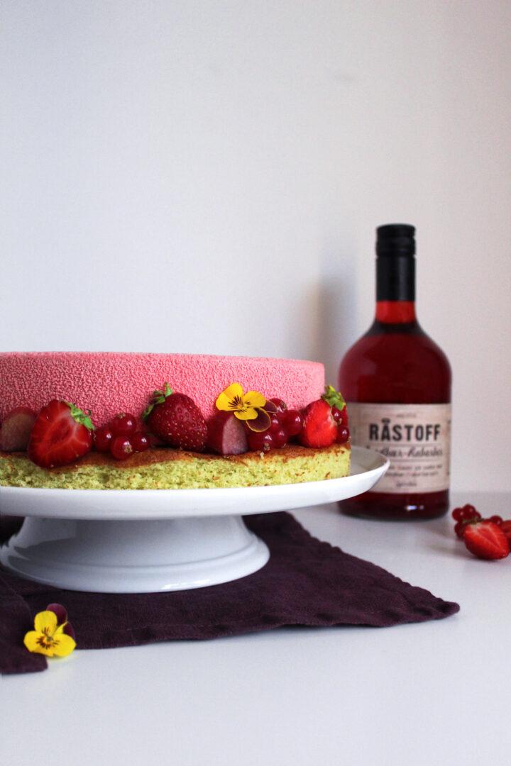 Sensommerlagkage med jordbær-rabarber og Råstoff Strawberry-Rhubarb